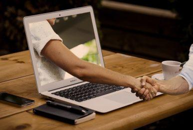 Website-Texte schreiben, überarbeiten oder optimieren lassen: Ihren Website-Texter finden Sie bei der Textwerkstatt Punktgenau in der Variante Webseiten-Texterin.